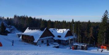 3 dny pro 2 osoby s plnou penzí a skipasem v penzionu Villa Brest přímo na sjezdovce lyžařského střediska Kasárne Javorníky