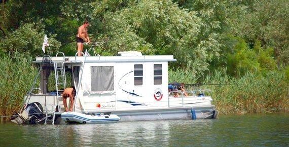 Týdenní plavba na hausbótu na řece Pád