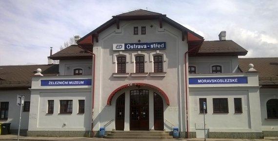 Rodinný vstup do železničního muzea v Ostravě a dvě jízdy na vlakovém trenažéru