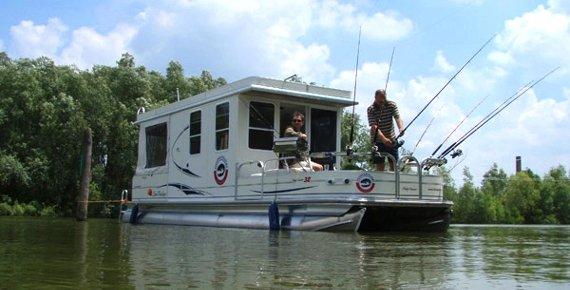 Týdenní plavba až pro 4 osoby na hausbótu na řece Pád