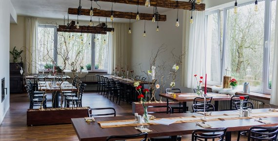 Romantická noc pro 2 osoby se snídaní v Hotelu Salaš v Šenově u Nového Jičína s lahví sektu na pokoji