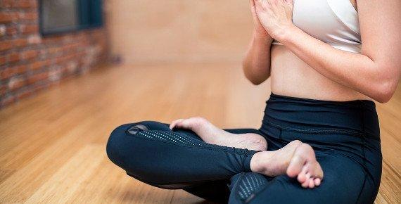 Protažení a relax na lekcích hot jógy v Ostravě